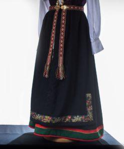 Forkle i ulldamask med vevd bånd til Åmlibunad /Aust-Agder bunad