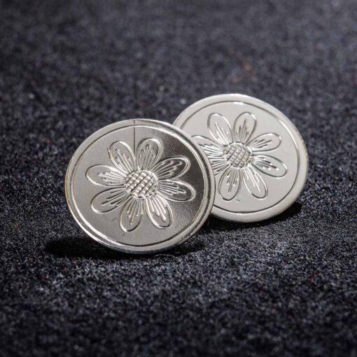 Gravert knapp i sølv til Gråtrøye, Åmlibunad / Aust-Agder bunad